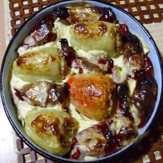Filled peppers baked in oven (Punjene paprike zapečene u rerni)