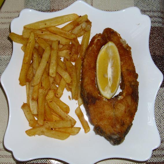 Fried carp fish slices (Prženi komadi šarana)