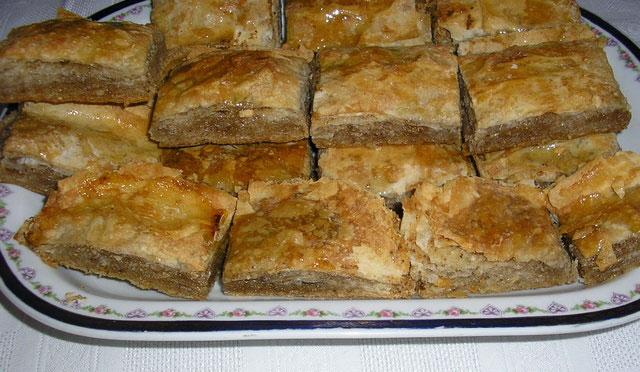 Vojvođanska česnica (Sweet česnica from Vojvodina)